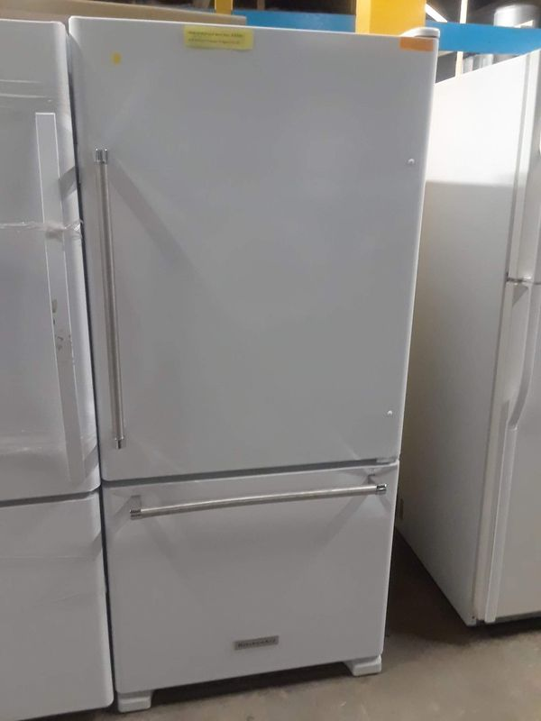 New scratch and dent kitchen Aid bottom freezer fridge in excellent condition