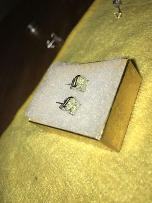 DIAMOND EARRINGS for Sale in Holladay, UT