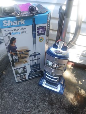 Shark Navigator Lift-away Deluxe Floor Vacuum for Sale in Portland, OR