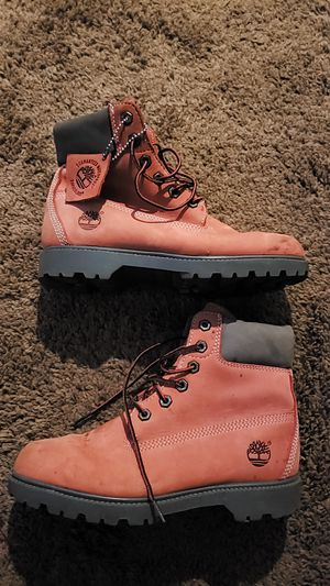 TIMBERLAND WOMEN'S 7 1/2. FIRM ON PRICE WILL NOT REPLY TO LOWER OFFERS for Sale in San Diego, CA
