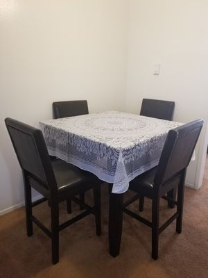 Beautiful table set with 4 chair for Sale in Redondo Beach, CA