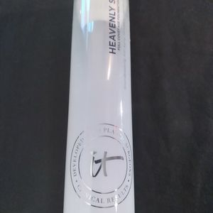 IT COSMETICS FULL COVERAGE FOUNDATION BRUSH for Sale in Minneapolis, MN