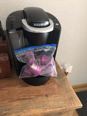 Keurig coffee maker with 7 reusable filters for Sale in Joliet, IL