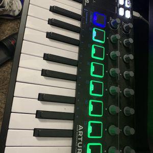 MINILAB MIDI KEYBOARD . for Sale in Houston, TX
