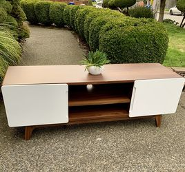 Beautiful Wooden Console/ TV Media Entertainment Stand for Sale in Renton,  WA