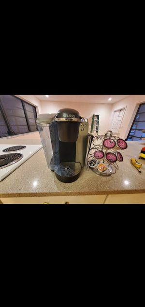 Keurig coffee maker with manual and kcup holder for Sale in Boca Raton, FL