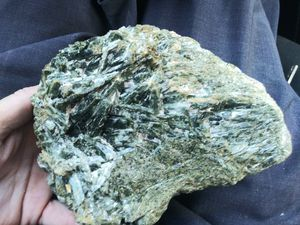 5lb actinolite crystal cluster. for Sale in Leavenworth, WA