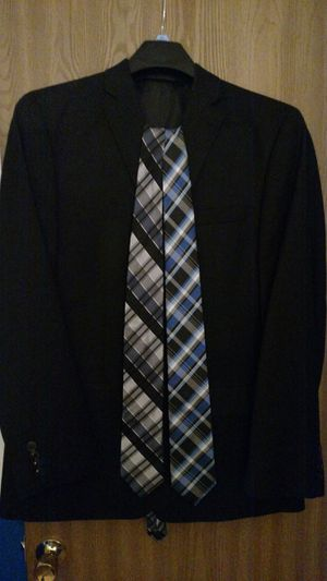 Van Heusen Boys 44L 2 piece black suit w/ black and blue ties and reversible belt for Sale in Lake in the Hills, IL