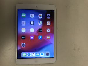 Apple ipad mini 2 32gb white with charger good condition for Sale in Houston, TX