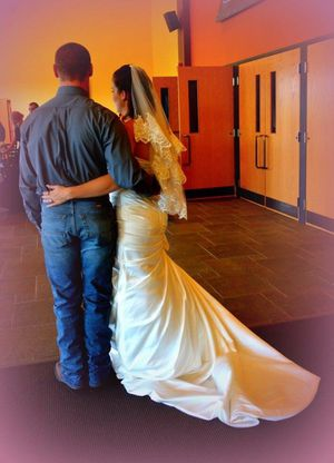 Wedding dress and veil for Sale in Avonmore, PA