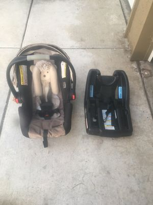 Snugride 35 infant car seat and base for Sale in San Diego, CA