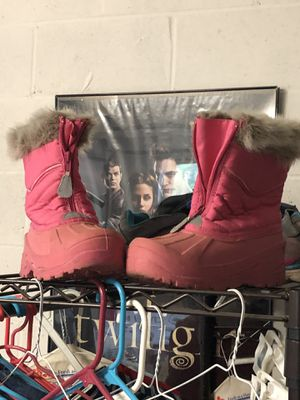 Snow girl kids boots size 2 for Sale in Escondido, CA