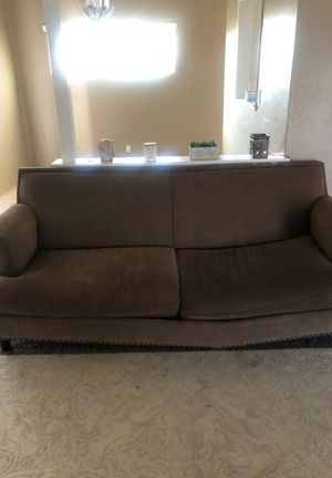 FREE COUCH (pick up only) for Sale in Bakersfield, CA
