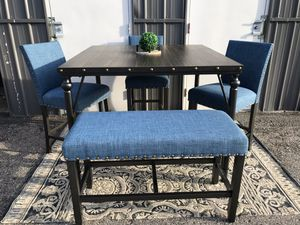 New pub style dining table bench and chairs for Sale in Columbus, OH
