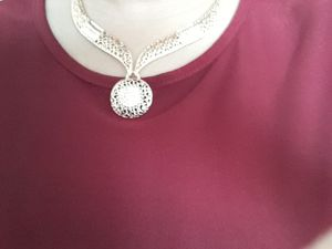New sparkly necklace, earrings, ring, bracelet fashion jewelry set for Sale in Cedar Falls, IA