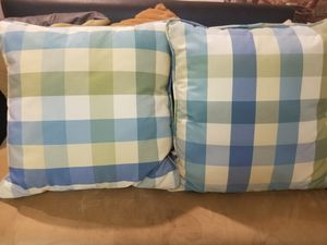 2 cushion pillows decor for Sale in Princeton, FL