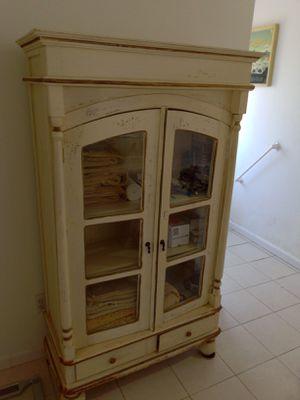 Hutch dresser cabinet for Sale in Pismo Beach, CA