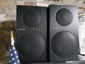 Pair of pioneer Andrew Jones bookshelf speakers for Sale in Chicago, IL