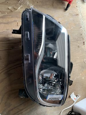 2016 2017 2018 Chevrolet Colorado headlight for Sale in Compton, CA