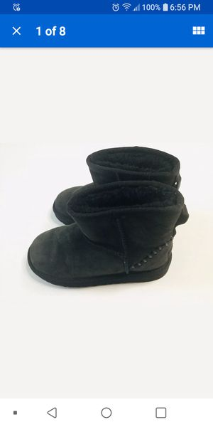 girls ugg boots 1y for Sale in Bolingbrook, IL