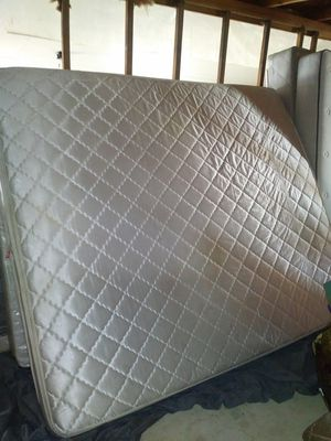 King size bed for Sale in Visalia, CA