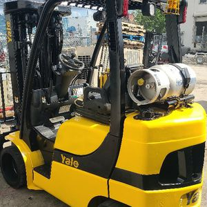4 Stage Mast Yale Forklift for Sale in Miami Gardens, FL