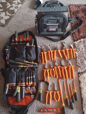 Herramientas para electricistas precios barian tengo tres maletas 1 set Klein tool de 1000 volt pregunte por precios for Sale in Falls Church, VA