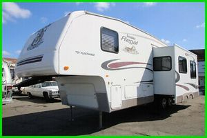 2005 Fleetwood Prowler 32ft for Sale in Victorville, CA