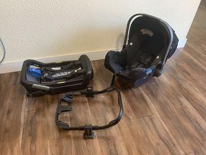 Pipa Nuna Car Seat Black w/Base and Adapter for Sale in Sacramento, CA