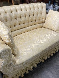 Vintage Couch $359 for Sale in Los Angeles,  CA