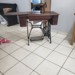 SINGER SEWING MACHINE 1910 for Sale in Kissimmee,  FL