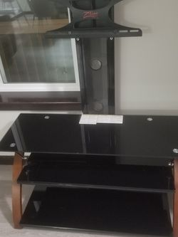 Console Tv With Stand for Sale in Marysville,  WA