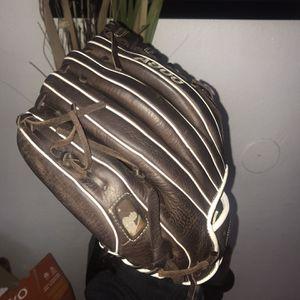 Wilson Baseball Glove for Sale in Hayward, CA