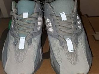 Yeezy 700 Interia for Sale in Valrico,  FL