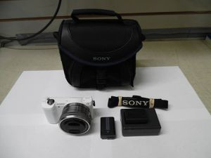 Sony Alpha A5000 20.1MP Mirrorless Digital Camera with 16-50mm Lens for Sale in Los Angeles, CA