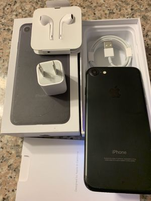 iPhone 7 matte black 32gb Unlocked ( desbloqueado para todas las companias) for Sale in Rosemead, CA