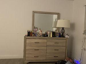 Dresser for Sale in Miami, FL