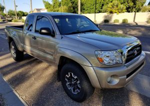 2004 toyota tacoma Prerunner VERY CLEAN LOW MILES for Sale in Columbus, OH