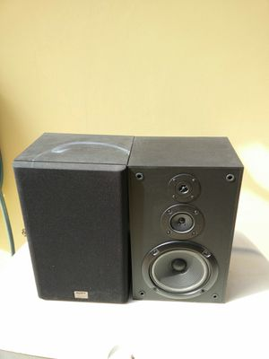 Sony speakers..great condition..sound awesome!! 140 watts each..3 way!! for Sale in Kendale Lakes, FL