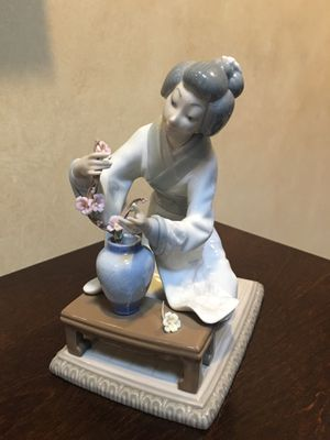 Vintage Porcelain Lladro Figurine #4840 Japanese Girl Decorating for Sale in Acton, MA