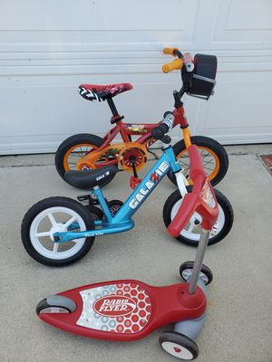 Huffy 12 inch lightning mcqueen bike , first bike Galaxie balance , radio flyer scooter package for Sale in Los Angeles, CA