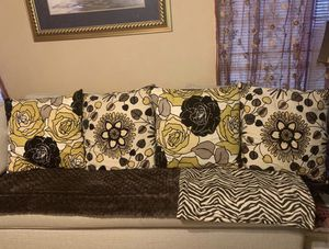 4 accent pillows for Sale in Houston, TX