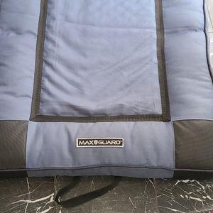 Max Guard Indoor Out Door Travel Pet Bed for Sale in Los Angeles, CA