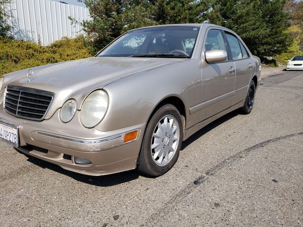 Gold 2001 Mercedes Benz E320 Partying out! For Parts Only!
