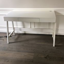 White Desk With Drawer for Sale in Issaquah,  WA