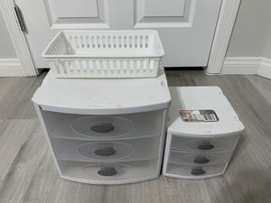 Plastic 3 drawer set (Qty 2) & Plastic Basket( Qty 1) for Sale in Las Vegas, NV