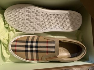 Burberry Canvas brand new size 38 us 7 women Authentic for Sale in Princeton, NJ