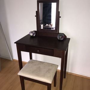 Make Up Vanity for Sale in Beverly Hills, CA