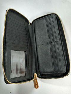 Brand new never used Michael kors accordion black leather wallet for Sale in Hayward, CA