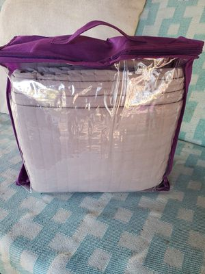 $20 KING SIZE QUILT SET WITH 2 SHAMS for Sale in Las Vegas, NV